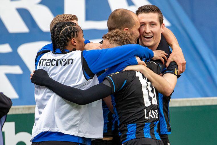 Club Brugge-speler Hans Vanaken viert na een doelpunt tegen Antwerp. Beeld BELGA