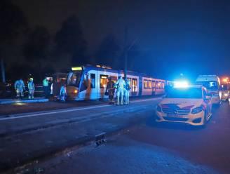 'Man overleden nadat drie jongens hem in Den Haag voor tram duwen', politie zoekt drietal