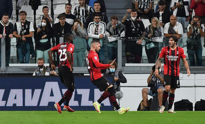 AC Milan-spelers vieren de gelijkmaker van Ante Rebic.