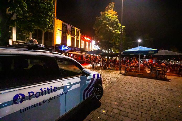 De politie hield een oogje in het zeil bij de sluiting van de cafés.
