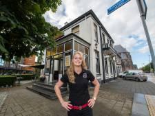 Lisa (26) neemt roemrucht café in Apeldoorn over: 'Kicken dat mijn naam nu op de deur staat'