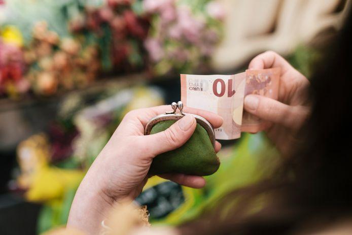 Uitgaven geheim houden voor je partner is voor sommige mensen heel gewoon.