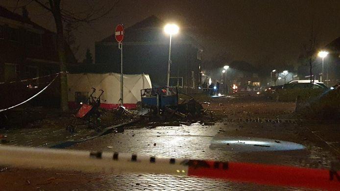 Een aanhanger explodeerde in Enschede, vermoedelijk door vuurwerk.