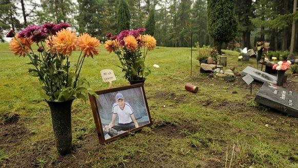 Olga en Youri Milyutin staan drie jaar na zijn verdwijning zondag voor eerst aan het graf van hun zoon.