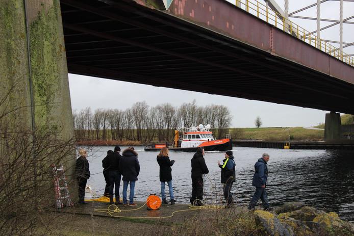Duiken naar mogelijk gedumpte stoffelijke resten van de Belgische loodgieter Johan van der Heyden in Schelde-Rijnkanaal bij Sint Philipsland.