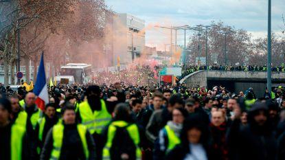 Franse steden willen schadevergoeding na 13 weken van protesten van gele hesjes