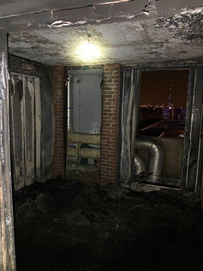 In de Lakense Modelwijk heeft in de nacht van vrijdag op zaterdag rond 2:15 een brand gewoed.