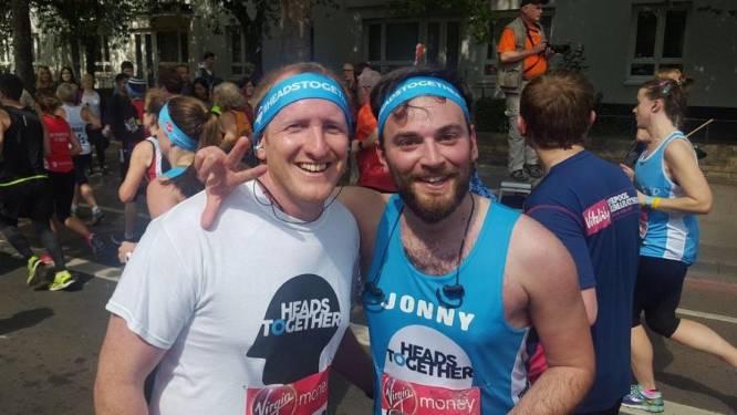 Ze leerden elkaar kennen toen één van hen van een brug wilde springen en nu hebben ze samen een marathon gelopen