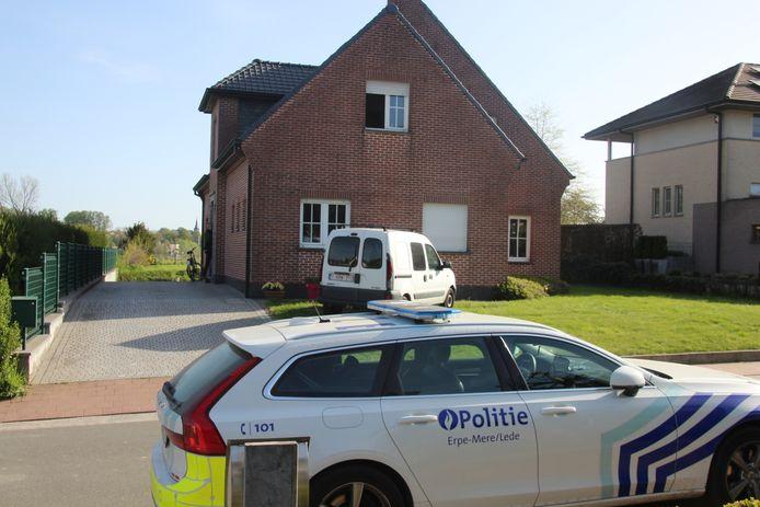De daders vielen binnen in dit huis in het gehucht 'Berg' in Aaigem, Erpe-Mere.