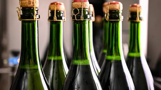 Fransen begraven strijdbijl in champagne-rel met Rusland
