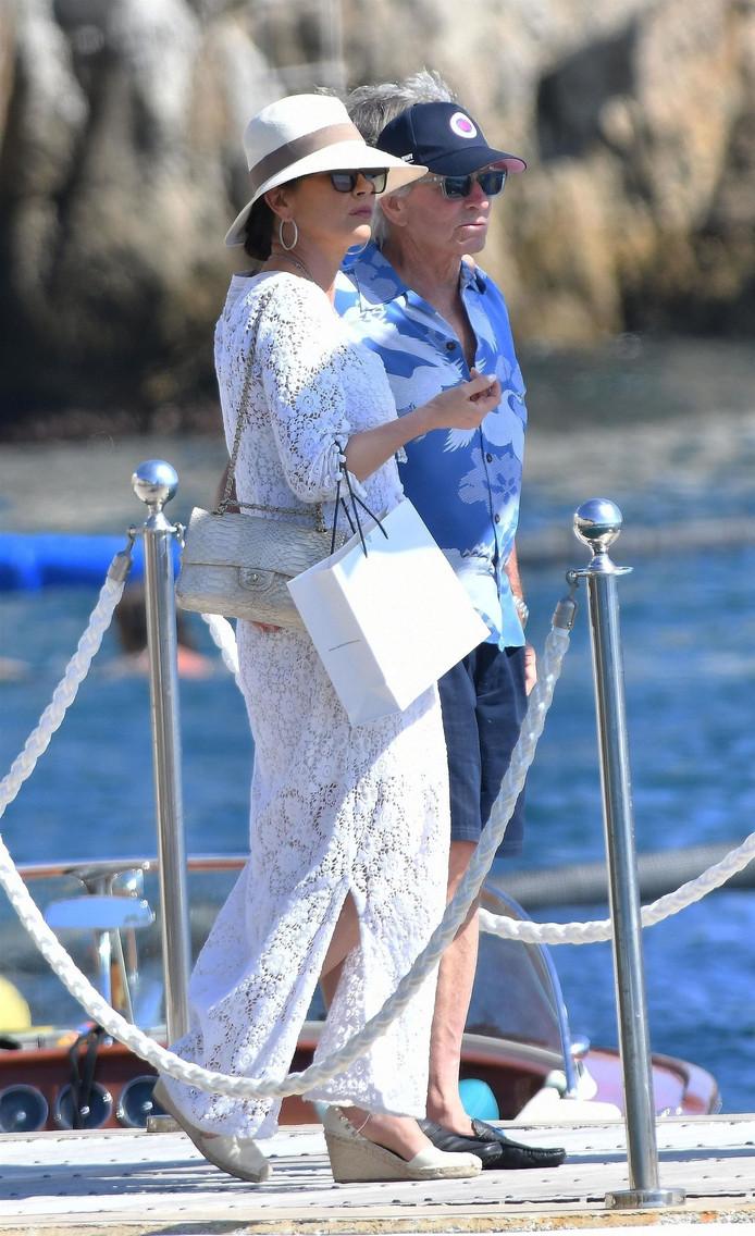 Michael Douglas et Catherine Zeta Jones en route pour un lunch à l'hôtel Eden Roc au Cap d'Antibes le 29 juillet.