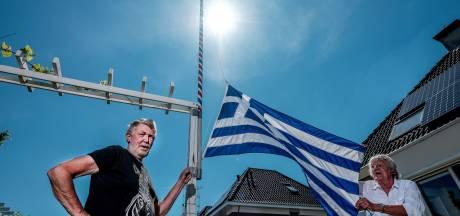 Elke dag hijst Bert de vlag: dankzij oproep is hij er 46 rijker