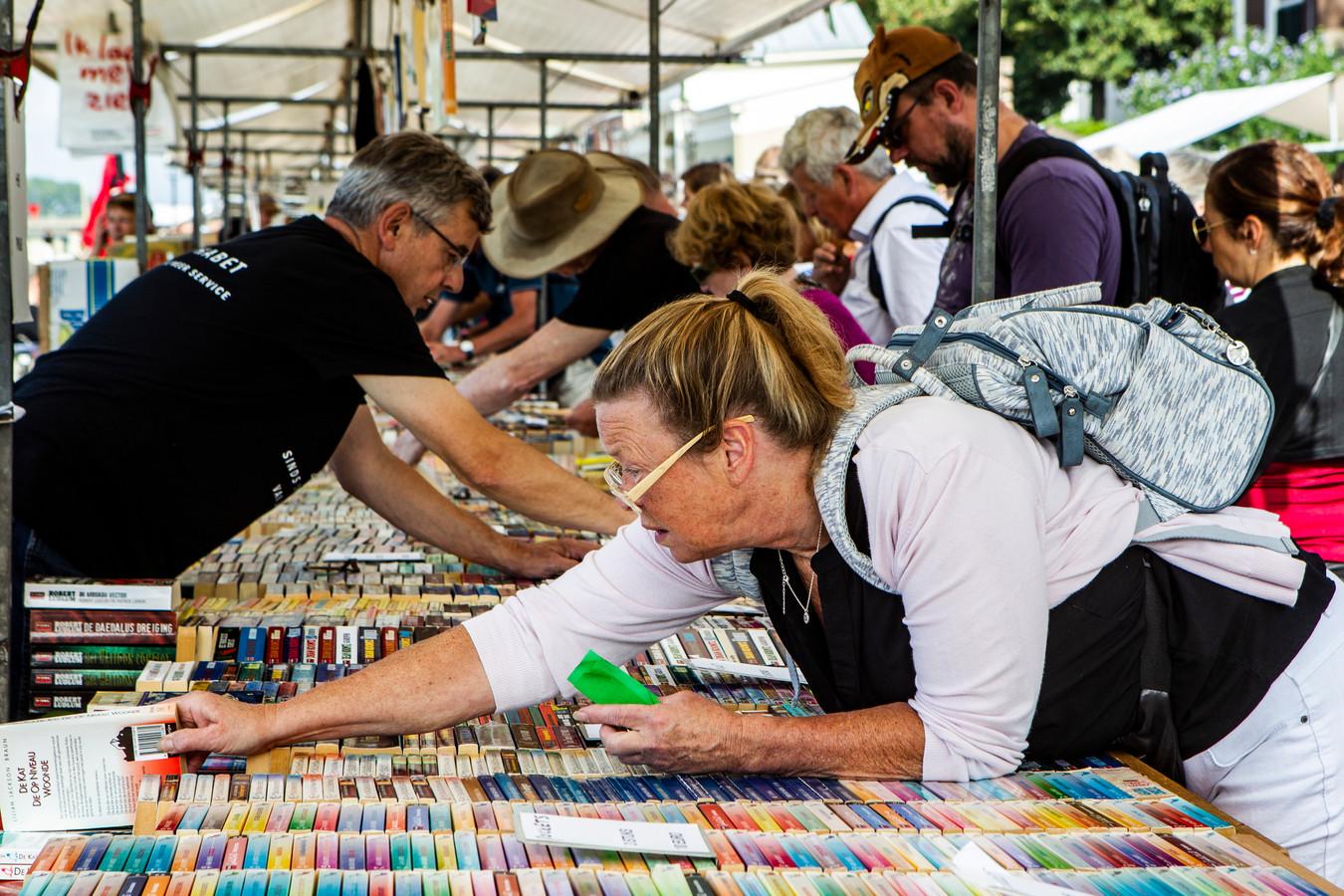 Foto ter illustratie van de Deventer Boekenmarkt.
