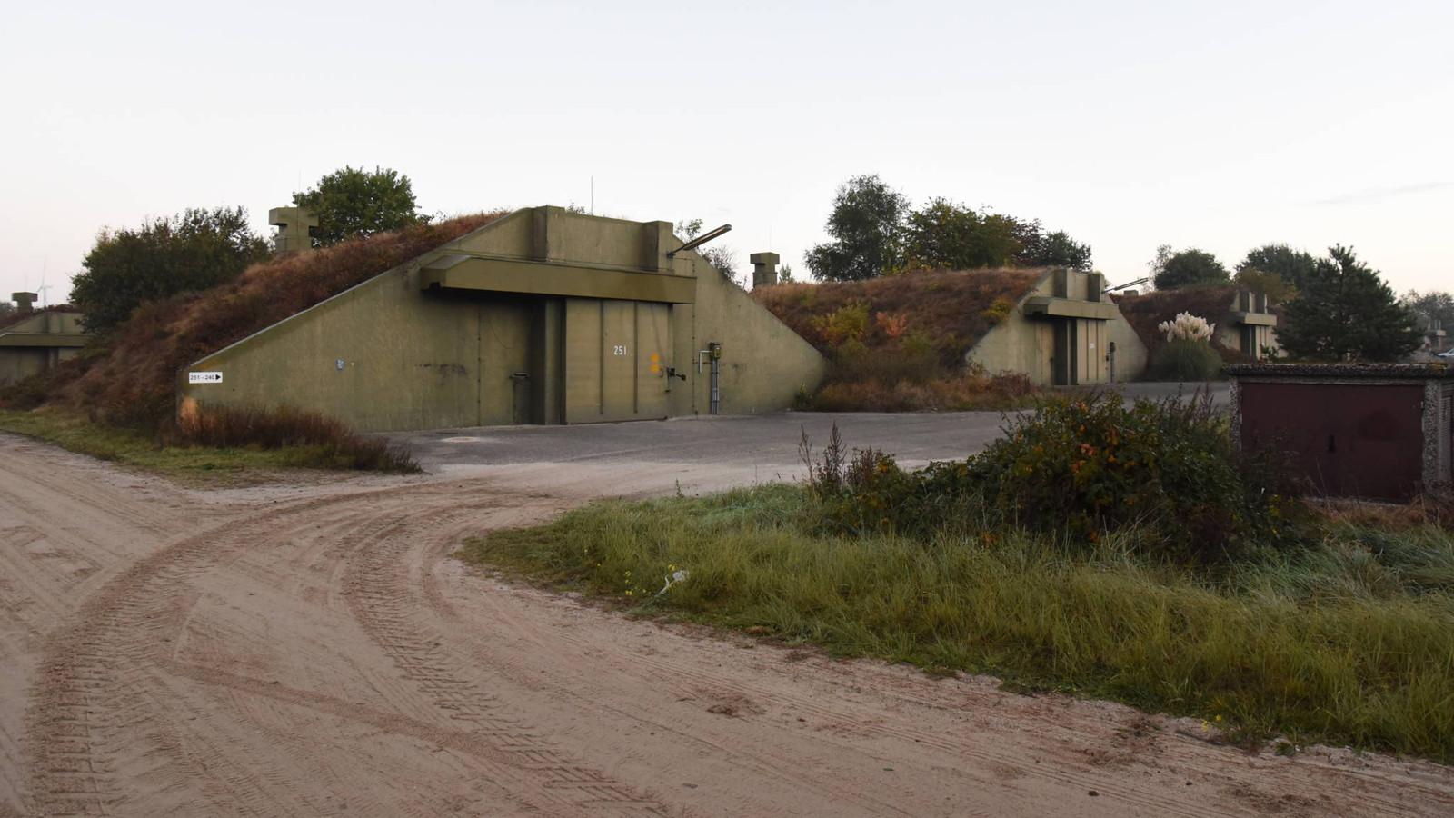 In Duitsland staan honderden van deze oude Navo-bunkers die worden gebruikt voor de opslag van in Nederland verboden knallers voor consumenten.
