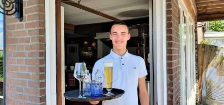 Horecastudent Lars is pas 21 en runt nu al eigen zaak: 'Stage lopen bij mezelf'