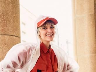Slecht weer vandaag! Onze stylist en moderedacteur geven tips om je stijlvol te kleden bij regenweer