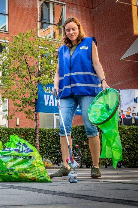 Met een bakfiets op jacht naar zwerfvuil in het dorp: 'Opruimen, in plaats van erover klagen'