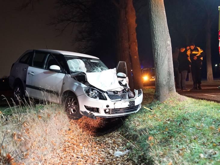 Auto botst frontaal op tractor in Veldhoven
