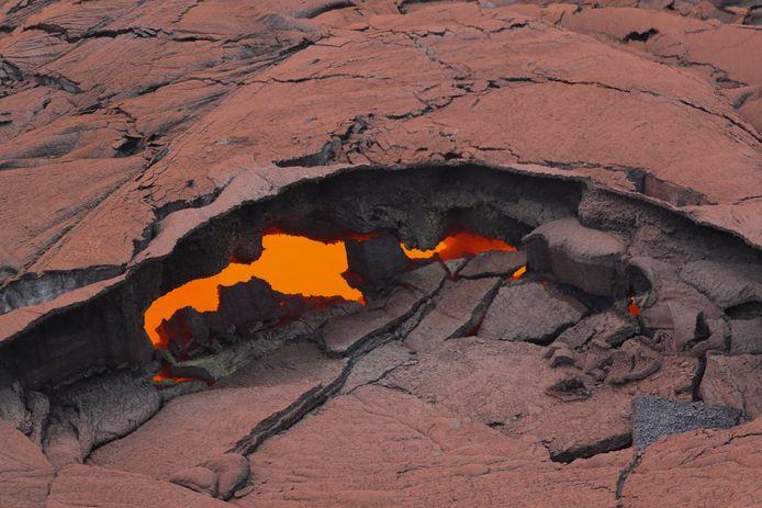 De bodem onder de Puu Oo-krater stortte in, waardoor het magma in de vulkaan zich begon te verplaatsen.