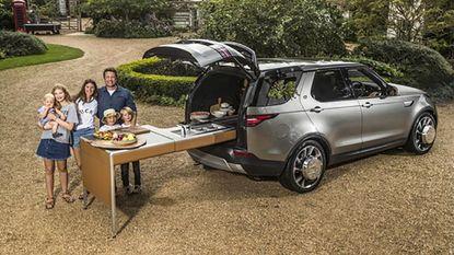 De Land Rover van Jamie Oliver is een rijdende keuken: de wielen maken ijs, de koffer is een kruidentuin