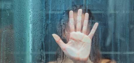 Celstraf voor Paulus de R. (57) die zijn stiefdochter jarenlang stiekem onder de douche filmde