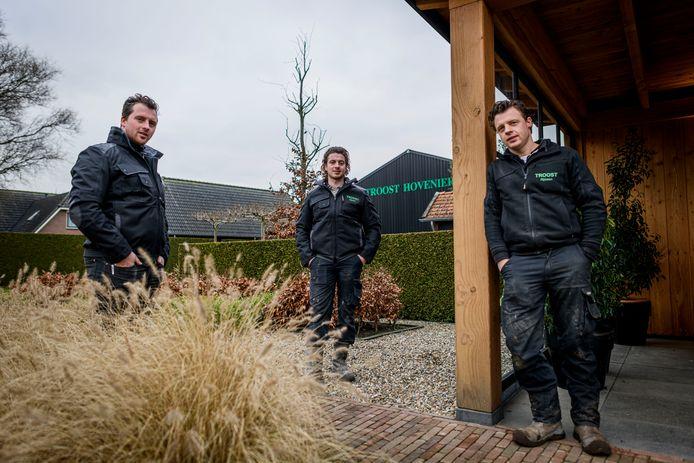 Gerald, Danny en Arie Troost (van links naar rechts) van Troost Hoveniers uit Rijssen.