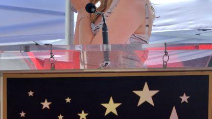 IN BEELD. Kirsten Dunst in tranen omdat ze eigen ster krijgt op Walk Of Fame