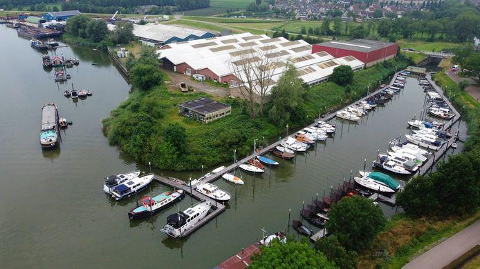 De Hoge Maasdijk in Woudrichem.
