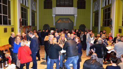 Inwoners Asbeek houden nieuwjaarsdrink in bijna ontwijde kerk