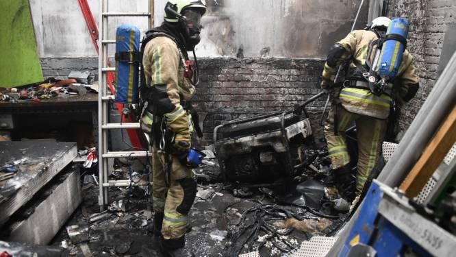 Arbeider loopt ernstige brandwonden op bij brand in werkplaats