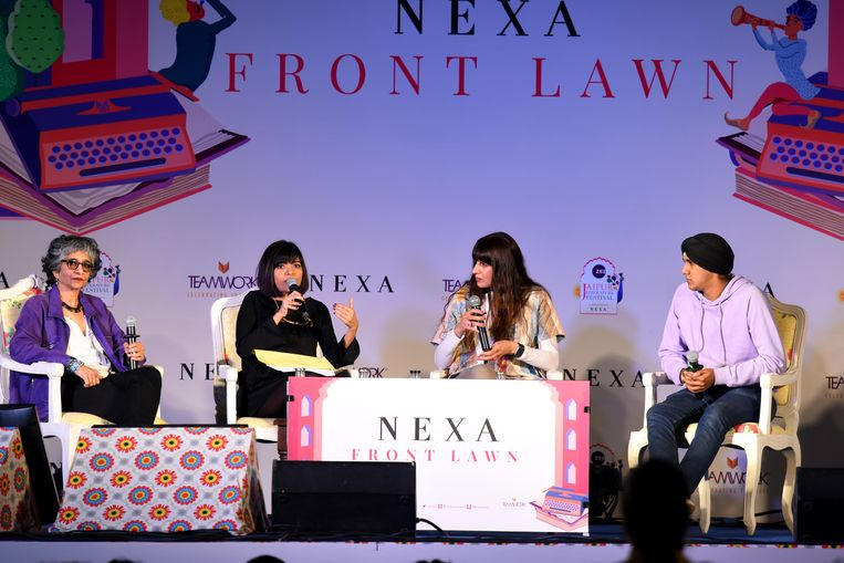 Sohaila Abdulali (links) en drie andere panelleden bespreken het thema geweld op een literatuurfestival in India. Beeld Hindustan Times via Getty Images