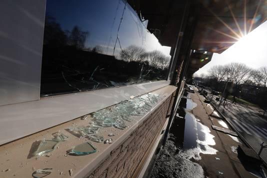 De schade aan de ruit bij Tjerk Langman.