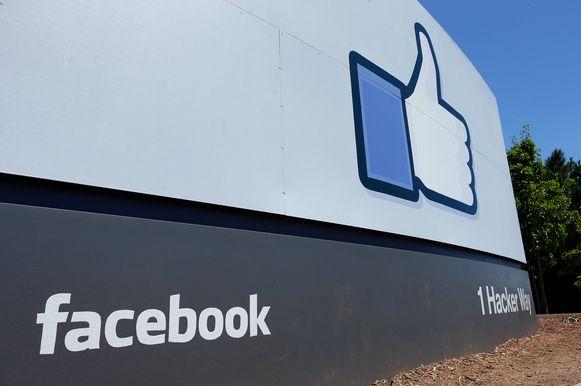 Het welkomstbord bij de Facebook-campus in Californië.