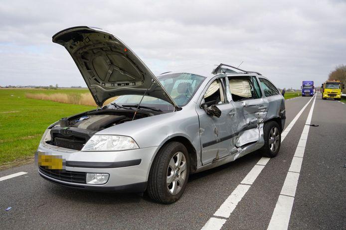 Een automobilste probeerde te keren op de weg toen zij werd aangereden door een vrachtwagen op de N331 bij de Velde in Zwartsluis.