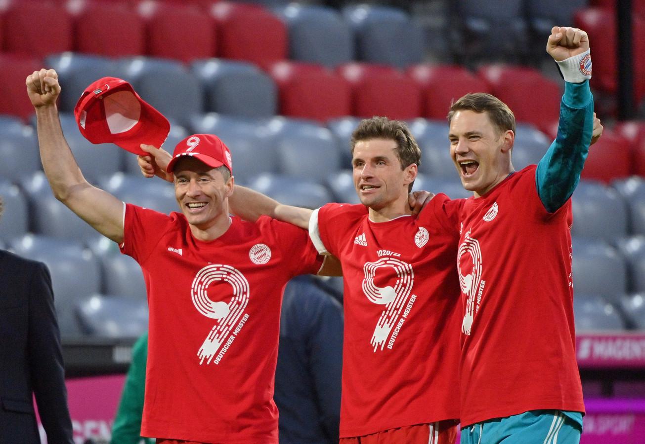 Vlnr: Robert Lewandowski, Thomas Müller en Manuel Neuer.