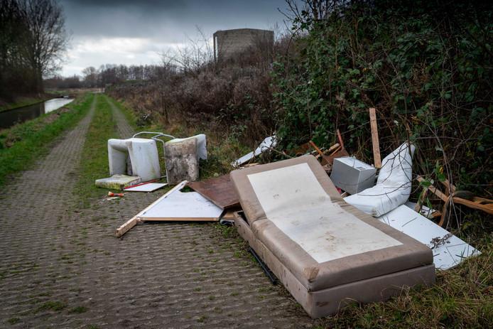 Illegaal gedumpt afval op archiefbeeld.