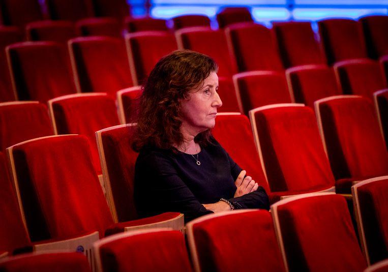 Minister Ingrid van Engelshoven van Onderwijs, Cultuur en Wetenschappen tijdens een werkbezoek aan het strijkorkest Amsterdam Sinfonietta. Beeld ANP