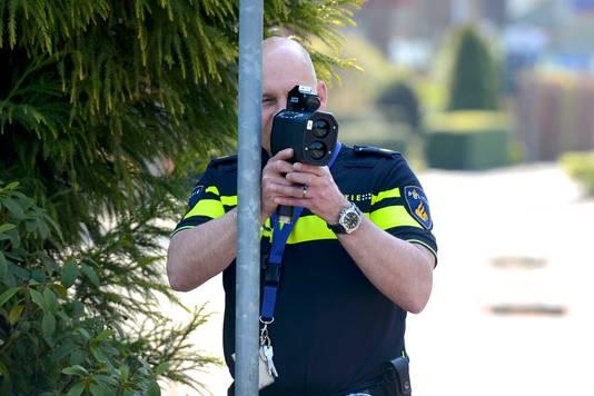 De politie gaat weer vaker mobiel flitsen dan voorgaande jaren.