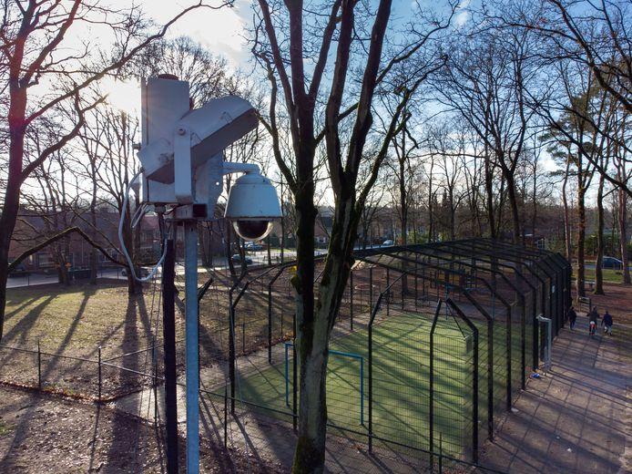 Cameratoezicht op de hoek van de Eertbornweg en de Herenveldweg in 't Harde moet voorkomen dat een vreugdevuur hier voor problemen gaat zorgen.