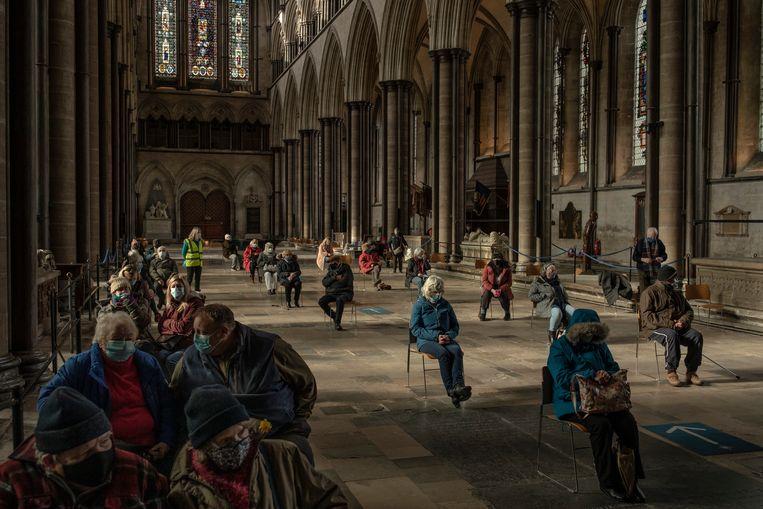 De Britten prikken overal waar het kan, zoals in de kathedraal van Salisbury. Beeld Getty Images