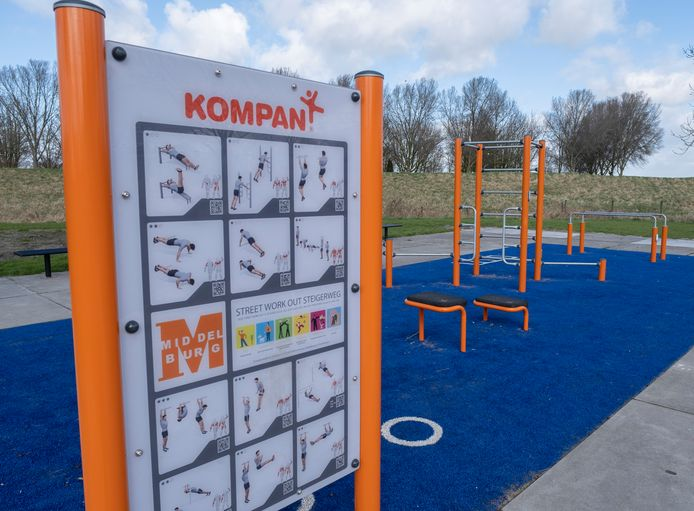 Aan de Steigerweg in Arnemuiden is al twee jaar een callisthenicsparkje.