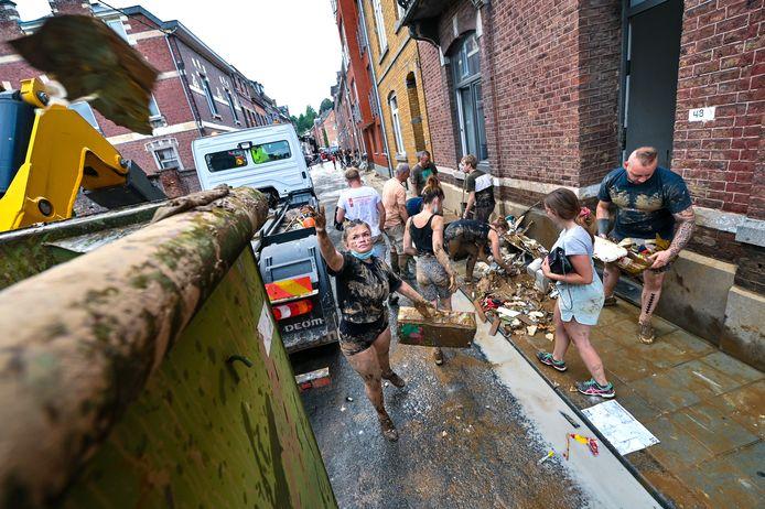 De stad heeft 25 afvalcontainers klaarstaan waar mensen hun afval kwijt kunnen.