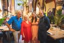Mathias De Coster en zijn vriendin Jolien Vanderper met de ouders van Mathias, Geert en Linda.