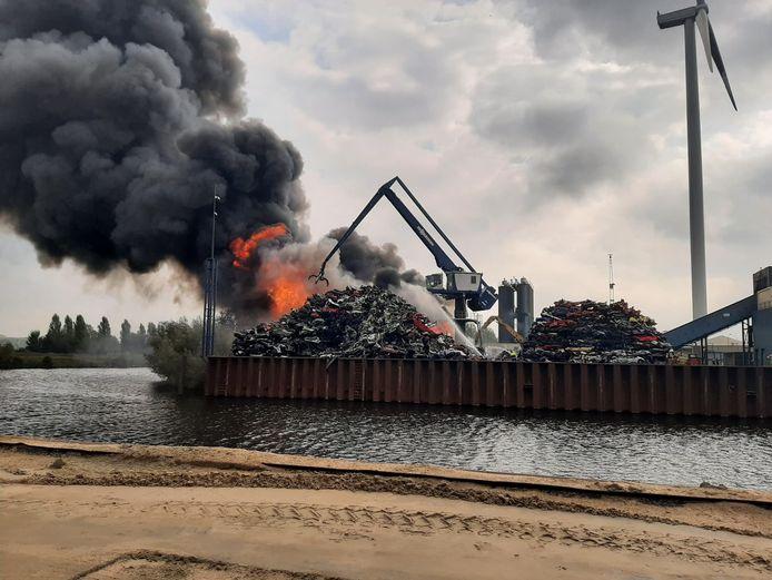 Grote brand bij AVI in Den Bosch