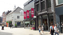 Misplaatste banners in de Heuvelstraat? Wel volgens de critici van Heemkundekring Tilborch en het Cuypersgenootschap.
