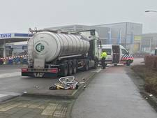 Fietser (78) ernstig gewond bij aanrijding met vrachtwagen in Ermelo