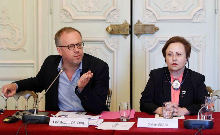 Christophe Deloire, directeur van Reporters Sans Frontières (RSF), en de Iraanse Nobelprijswinnaar Shirin Ebadi in september op een persconferentie over hun voorgestelde  'Internationale Verklaring over Informatie en Democratie' in Parijs.  Beeld Reuters