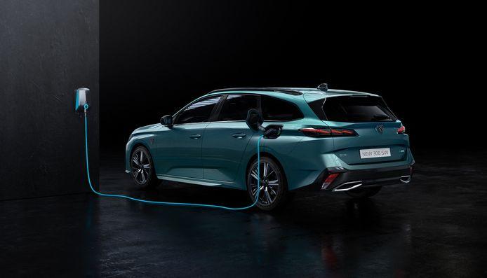 Niet volledig elektrisch, wel als stekkerhybride: de nieuwe Peugeot 308 SW.