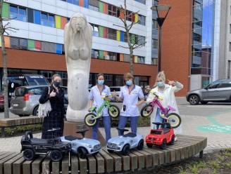 """Groep VDH schenkt loopwagens en -fietsjes aan ziekenhuizen: """"Met deze actie steken we zorgsector hart onder de riem"""""""