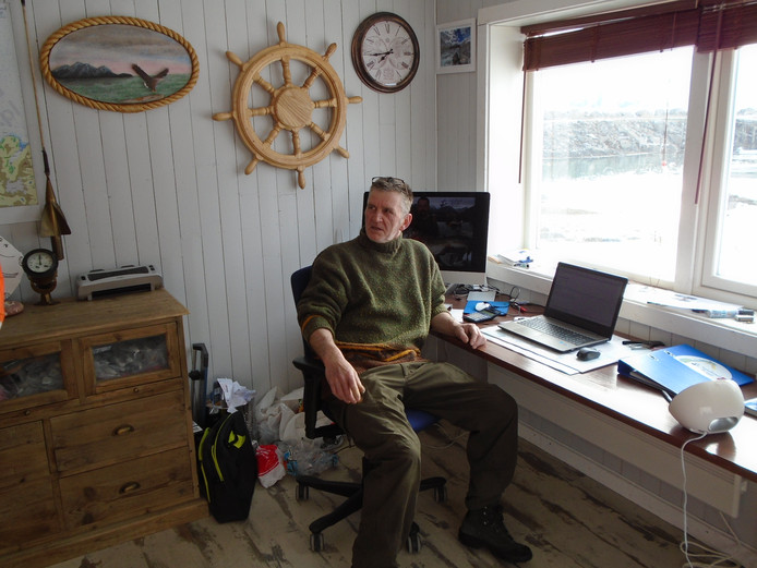 Astenaar Ad van Schaijk, in zijn kantoor op Noors eiland Sandland